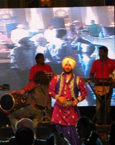 Malkiat Singh andJassi Sidhu live at stallone manor